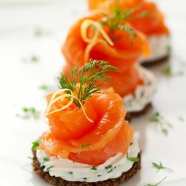 Smoked Salmon with Chive Cream Cheese on Rye Crisps